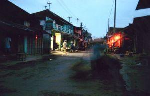Sáng sớm trong phố nhỏ