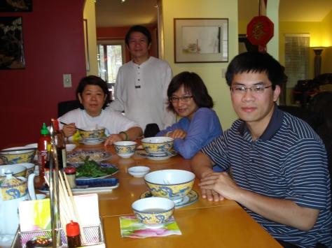 Từ bên trái:  Chị Tuý Phượng, anh Hoành, chị Thanh An, anh Hiển