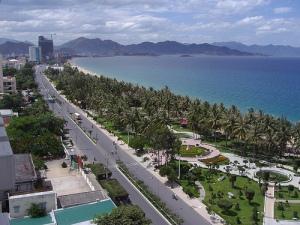 Trần Phú Ave. running along Nha trang's main beach