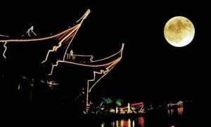 Thưởng trăng tại Bình hồ thu nguyệt