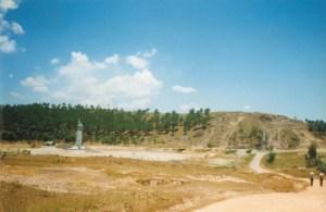 Tương đài Đồng Lộc, khi còn hoang vu, tháng 5 năm 1995, khi TĐH đến thăm