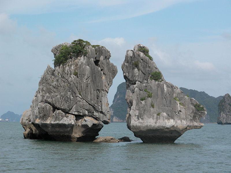 Vịnh Hạ Long 2 - Hòn TRỐNG MÁI Tre1bb91ng-mai