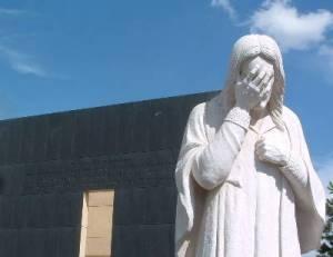 Tượng chúa Giêsu khóc, đài tưởng niệm nơi bị đánh bom ở Oklahoma, Mỹ