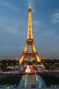 Eiffel_Tower_1