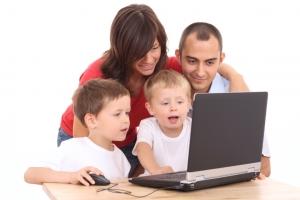 women build happy_family