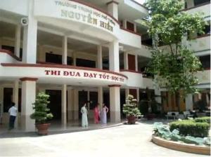 Trường THPT Nguyễn Hiền