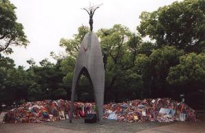 """Hôm nay chúng ta cùng nghe bài hát """"Sadako and the paper cranes"""" để nhớ về  người Nhật với thảm họa nguyên tử vào chiến tranh thế giới thứ hai. và cầu  ..."""