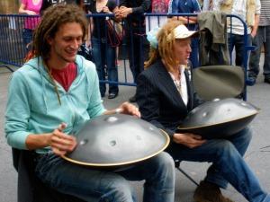 Danny Cudd and Markus Johansson đang chơi Hang