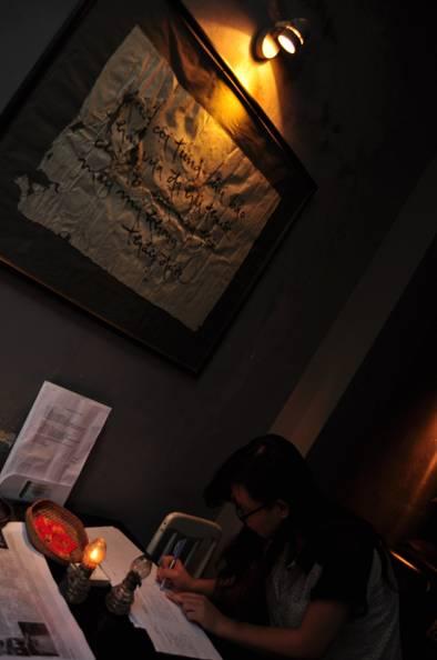 Chào đón khách đến với đêm Thiền và Trà