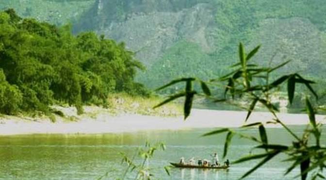 Con là dòng sông xanh tắm mát bãi bờ