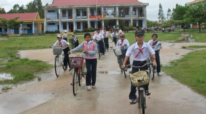 Vừa đạp xe vừa học bài