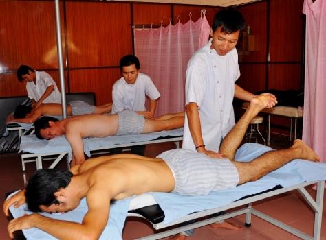 Đấm bóp thư giãn ở các cơ sở massage