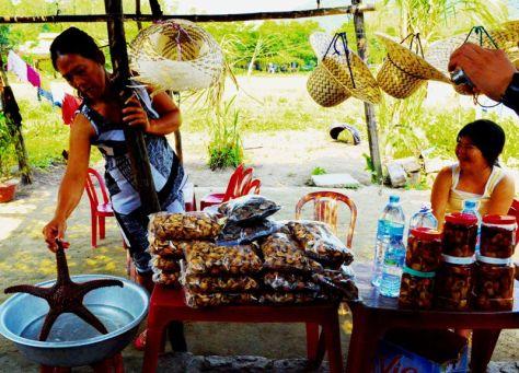 Chào bán con sao biển tăng cường sinh lực trên Cù Lao Chàm