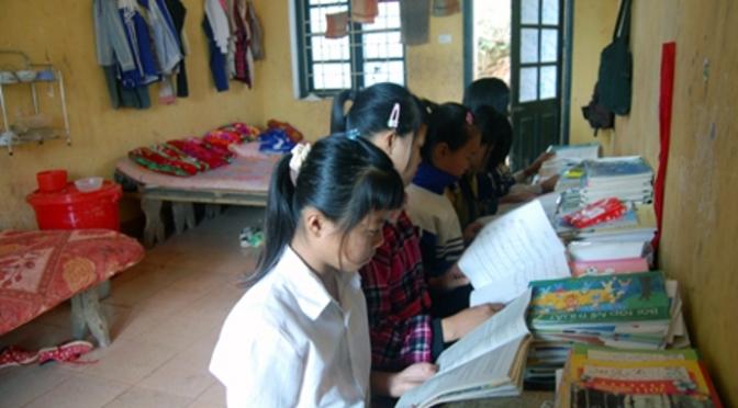 Tấm gương phấn đấu học của em học sinh người sắc tộc Hmông