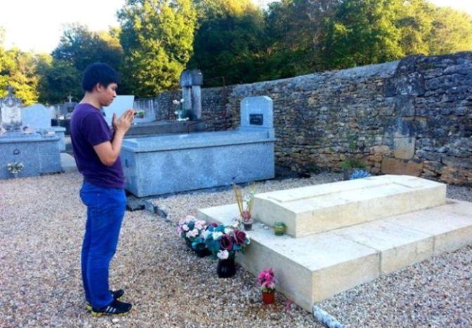 Thăm mộ vua Hàm Nghi tại Pháp