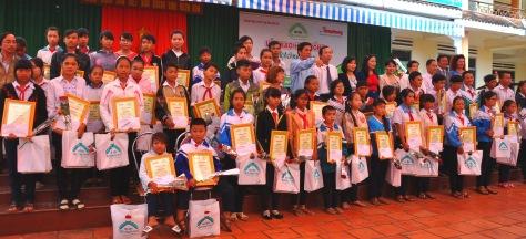 50 học sinh nhận học bổng