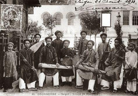 Một ban nhạc đờn ca tài tử Sài Gòn năm 1911.