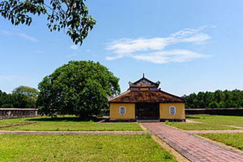 Mặt bên chính điện Trai cung