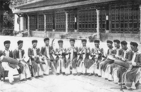 Dàn Đại nhạc của Nhã nhạc cung đình vào những năm 60_Nguồn_tranvankhe-vn
