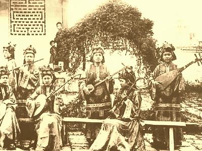 Đội nữ nhạc cung đình Huế - Ảnh: voque.org