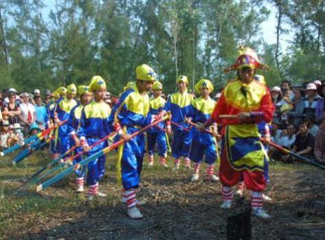 quangnam3_ Diễn xướng Hát bả trạo trong lễ cầu ngư tại xã Tam Hải - Núi Thành