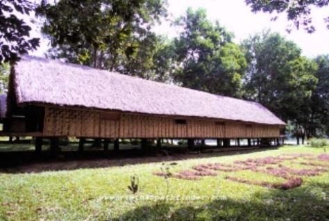 Nhà dài tộc Ba Na.