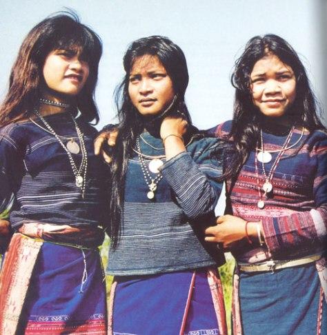 Trang phục nữ - Ba Na.