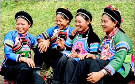 Phụ nữ dân tộc Bố Y ở Hà Giang (ảnh Trần Quỳnh)