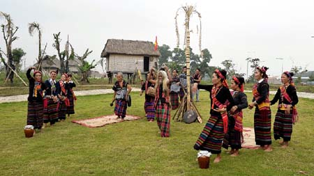 First Ethnic Costumes Festival: Bru ethnic group's ritual