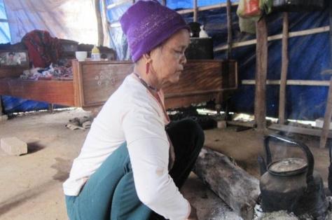 Bà Hồ Thị Miền kể về nghi thức xin chuyển linh hồn sống của mình từ nhà mẹ đẻ sang gia đình nhà chồng.