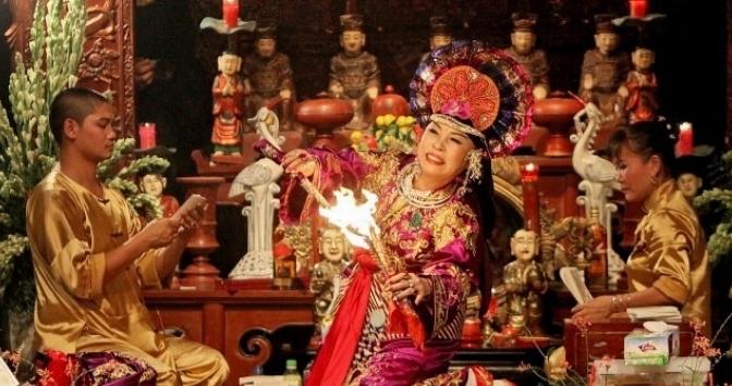 Dân ca dân nhạc VN – Hát Chầu Văn