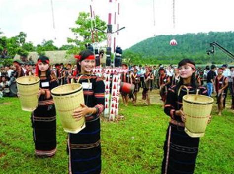 Sơn nữ Chơ Ro trong lễ hội.