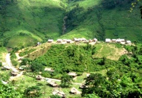 Bản làng của người Mày.
