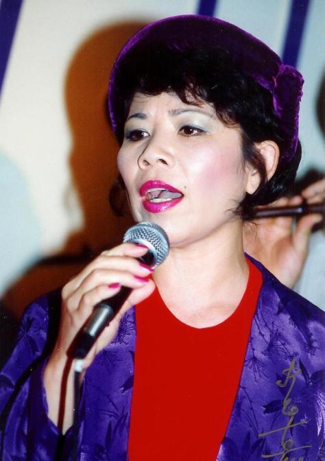 Nghệ sĩ Linh Phượng trong màn trình diễn Hát Bai Hai Bát