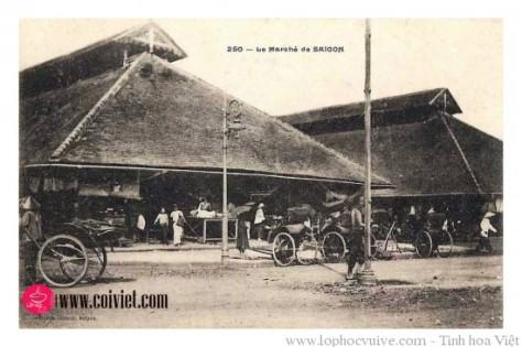 Chợ Bến Thành cũ, hướng nhìn ra đường Kinh Lấp - Charner.