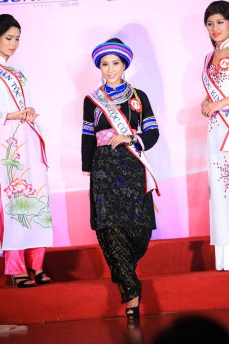 Sơn nữ Cờ Lao, Lưu Thị Hoà, trong một cuộc thi Hoa Hậu Dân Tộc.
