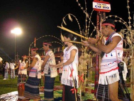 Lễ cúng gọi thần Lửa được tổ chức với những nghi thức đặc biệt thiêng liêng...