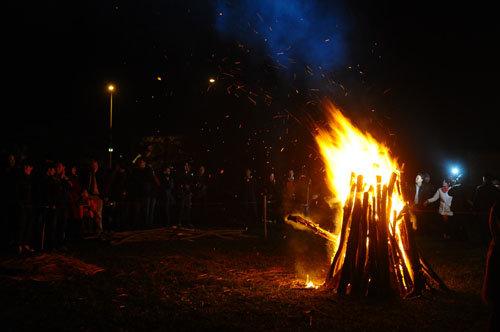 Người Co Ho hướng về ngọn lửa như hướng về một thế giới huyền bí…
