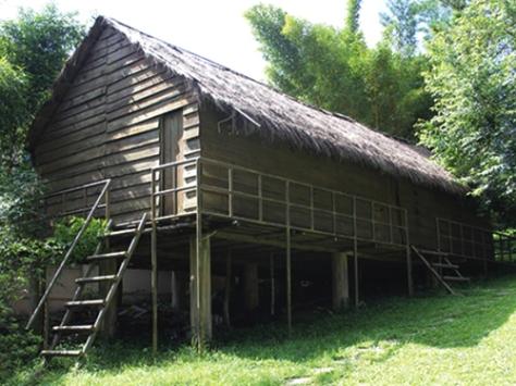 Nhà sàn của người Cơ Ho (Lâm Đồng).