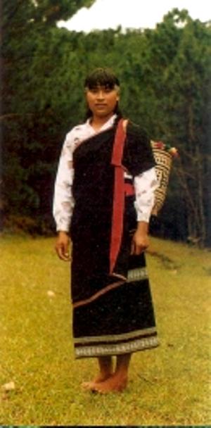 Trang phục truyền thống phụ nữ K'Ho.