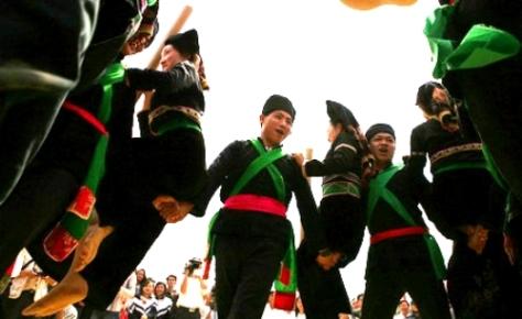 Điệu múa đón mừng năm mới của người Cống.