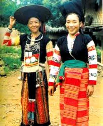 Trang phục nữ - dân tộc Cống.