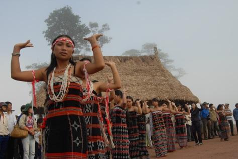 Vũ điệu Tân Tung Da Dá được diễn trong lễ hội của người Cơ Tu.