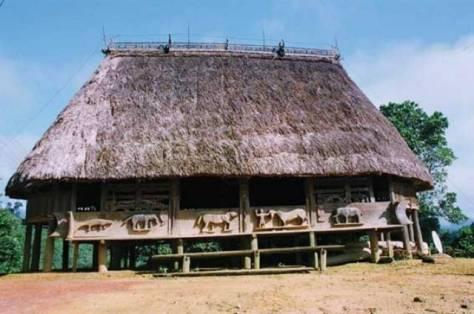 Nhà Gươl thôn Pơning có kiến trúc và điêu khắc đẹp ở Tây Giang.