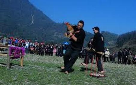 Điệu nhảy dâng gà của người Dao Đỏ trong ngày Tết.