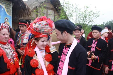 Trang phục cưới của người Dao.