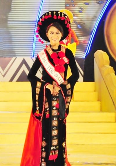 Sơn nữ Dao, Bàn Thị Phương trong một kỳ thi Hoa Hậu Dân Tộc.