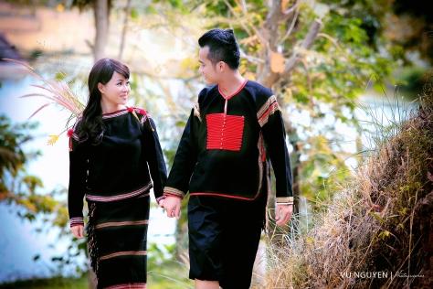 Trang phục truyền thống của người Ê Đê.