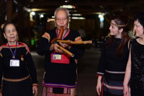Đôi vợ chồng nghệ nhân du ca truyền thống dân tộc Ê Đê - Già H'Junh & Già Y Gông.