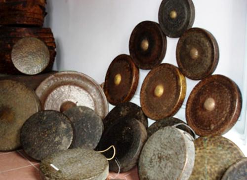 Cồng chiêng - nhạc cụ thiêng của đồng bào các dân tộc ở Tây Nguyên.